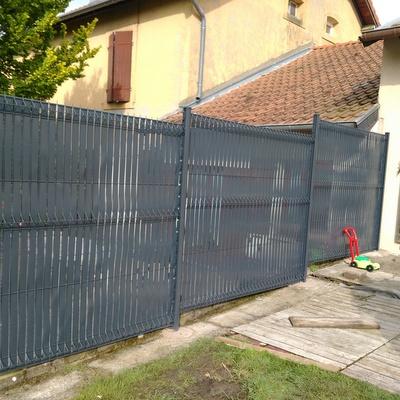 les clôtures cliquez  pour voir les autres ici une clôture rigide avec des occultants