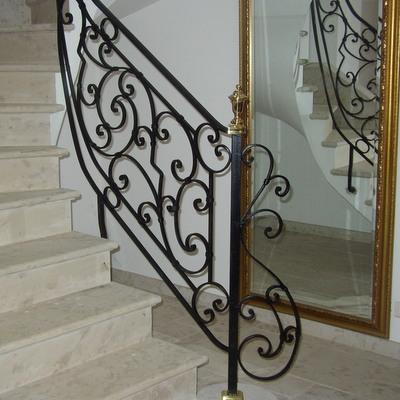 rampe d'escalier intérieur, volutes ,pilier de départ et tète de départ. (cliquez  pour voir les autres)