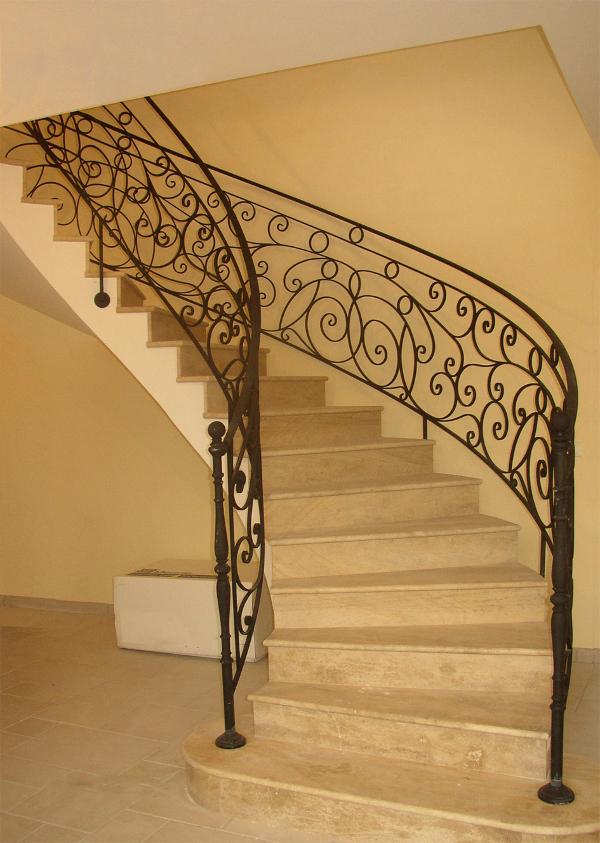 logo de notre entreprise : une monter d'escalier en fer forgé (création et conseption)